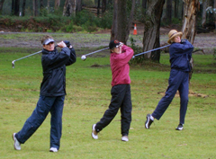 women-playing-golf